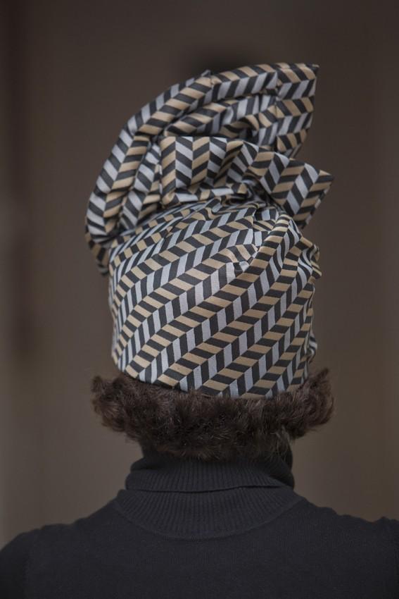 Sombrero turbante madrina con estilo Bilbao