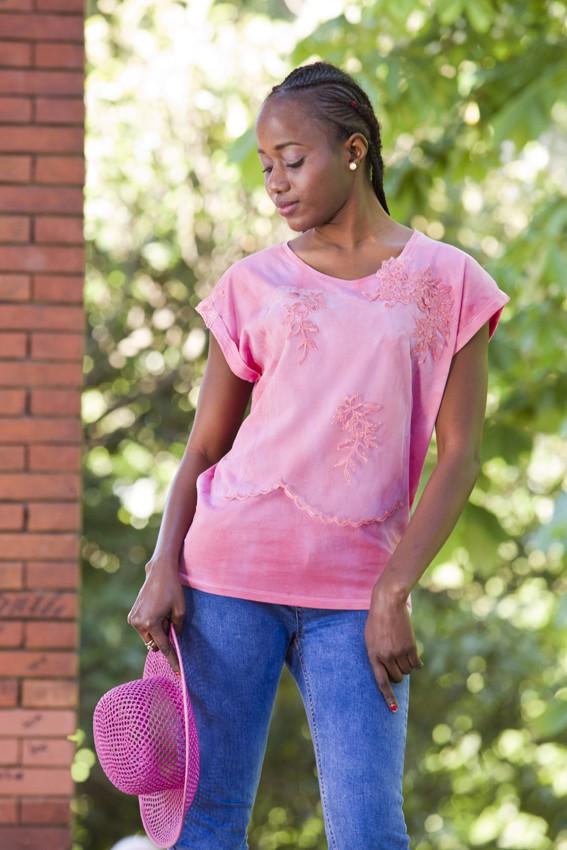 Top algodón teñido artesanalmente rosa y tul bordado- pieza única