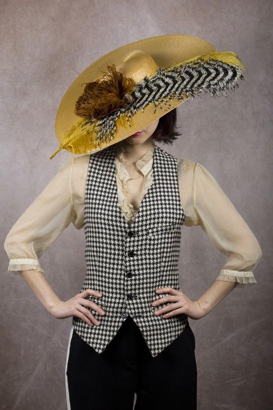 Sombrero con plumas de avestruz