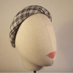 BRITISH Diaddema acolchada y forrada en espiga de lana blanco, gris y negro