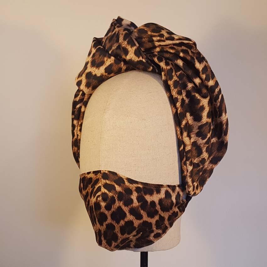 BILMA conjunto de diadema turbante con máscarilla en el mismo tejido de seda - poliester estampado en leopardo.